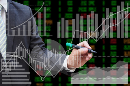 Businessman drawing the virtual panel of pie chart and other chart , business concept Stockfoto