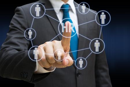 Geschäftsmann Hand berühren die virtuelle Panel der professionellen Offizier, Human Resources-Konzept Standard-Bild - 82041335