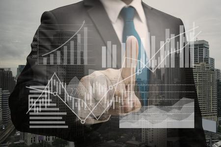Doppelte Exposition von Geschäftsmann Hand berühren die virtuelle Panel von Kreisdiagramm und andere Diagramm, Business-Konzept Standard-Bild - 84764909