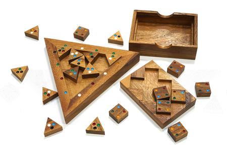Holzklotz Puzzle-Spiel isoliert auf weißem Hintergrund Standard-Bild - 88785617