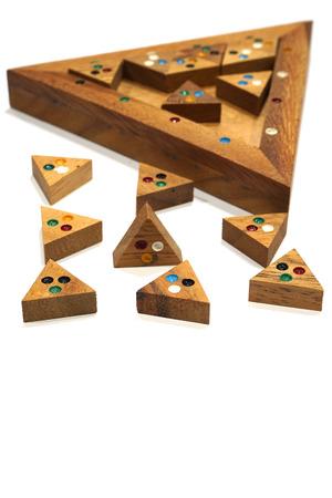 Holzklotz Puzzle-Spiel isoliert auf weißem Hintergrund Standard-Bild - 89216154