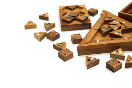 Holzklotz Puzzle-Spiel isoliert auf weißem Hintergrund Standard-Bild - 89216155