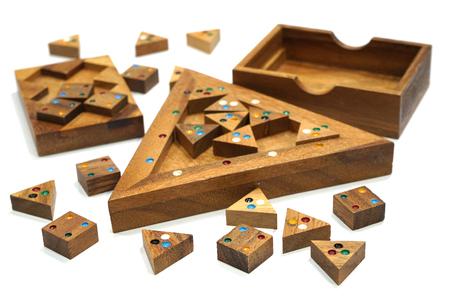 Holzklotz Puzzle-Spiel isoliert auf weißem Hintergrund Standard-Bild - 89216158