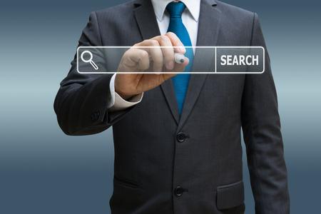 Geschäftsmannhand , die virtuelle Karte des Internets , der Bildschirm berührt Standard-Bild - 91909211