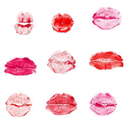 Beso de lápiz labial rojo aislado sobre fondo blanco. Foto de archivo