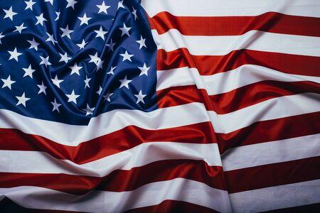 Bandera americana ondeando en el viento. Foto de archivo
