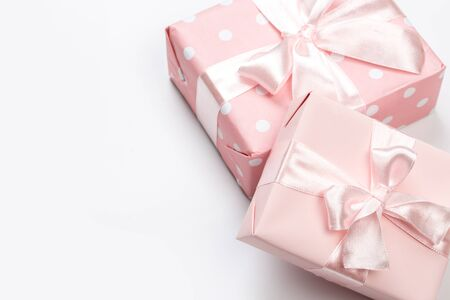 Gift box wrapped in pastel  paper with pink ribbon isolated Banco de Imagens - 129376537
