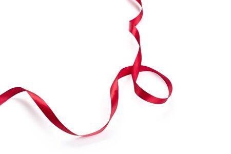 Red Ribbon isoliert auf weißem Hintergrund Standard-Bild