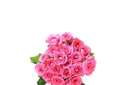 美丽的玫瑰花束孤立在白色背景