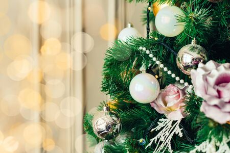 Christmas and New Year decorations with lights. Concept and background. Banque d'images - 138460603