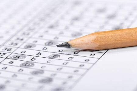 Fill in the answer sheet in the exam with a pencil Banco de Imagens