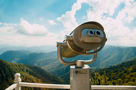 Binoculars with coin acceptor looking at beautiful mountains Banque d'images