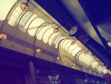 일본에서 가장 긴 쇼핑 지구인 텐진 바시 스지 상점가. 에디토리얼