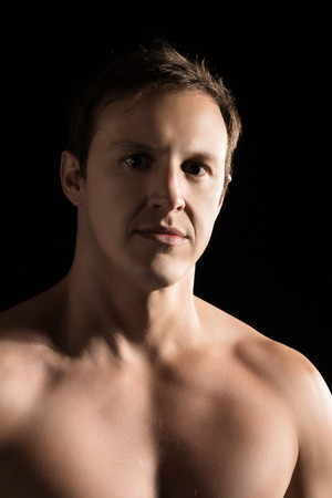 artes marciales mixtas: Retrato de un luchador mixta masculino caucásico hermoso artes marciales.