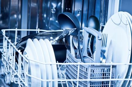 Vaisselle à l'intérieur de lave-vaisselle