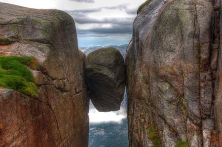 norge: Kjeragbolten Norway the biggest stone between 2 rocks Kjerag Norge HDR Stock Photo