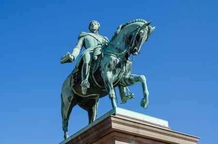 carl: Statue of king Carl Johan