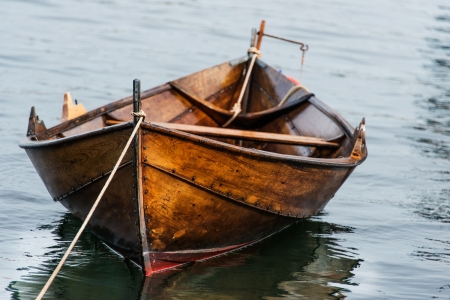row boat: Wooden boat on water