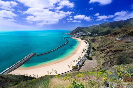 Playa de Las Teresitas, słynnej plaży w pobliżu Santa Cruz de Tenerife, w północnej części Teneryfy, Wyspy Kanaryjskie, Hiszpania
