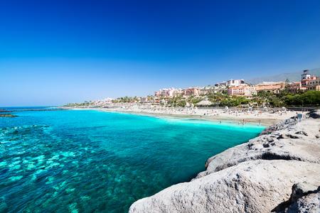 Piękna woda morska z tropikalnej plaży El Duque, Teneryfa, Wyspy Kanaryjskie, Hiszpania Zdjęcie Seryjne