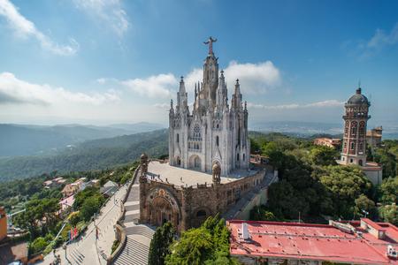 BARCELONA - 13 de julio: El Templo Expiatorio del Sagrat Cor. La construcción de la iglesia, dedicada al Sagrado Corazón de Jesús, duró desde 1902 hasta 1961. 13 de julio 2012 en Barcelona, ??España