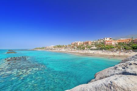 Piękne wody morskiej plaży tropikalnych El Duque, Teneryfa, Wyspy Kanaryjskie, Hiszpania
