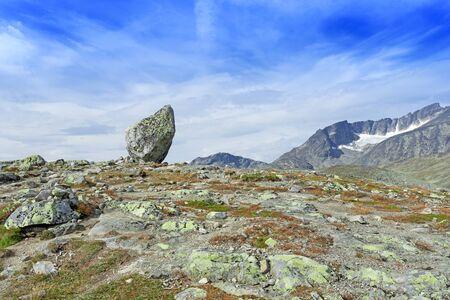 jotunheimen national park: Lone standing rock at Besseggen Ridge in Jotunheimen National Park, Norway