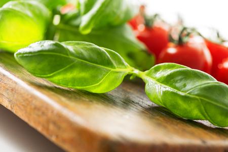 nutriments: Tomatoes and basil leaf macro