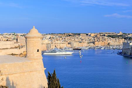 watchtower: Watchtower and fort St. Angelo in Grand Harbour of Valletta, Malta