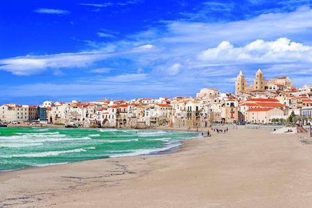 Playa en Cefalu, Sicilia, Italia