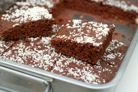 Homemade light brownie in steel baking tray. Concept of home cooking and bakery, simple and quick desserts Stockfoto