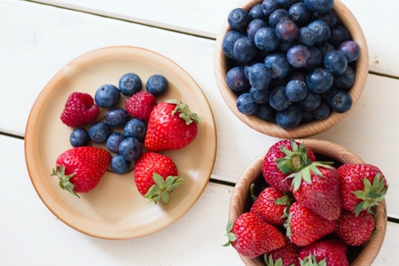 Fresh and easy salad from forest fruit berries (strawberries,blueberries and some raspberries). Top down view Stockfoto
