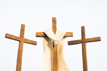 3 cruces en la montaña en buen viernes.