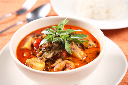 thai chili pepper: Kaeng Pled Ped Yang (Roasted Duck in Red Curry), Popular Thai food