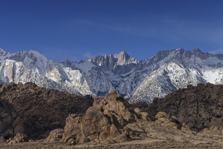Mount Whitney Winter - The morning light shines on Mount Whitney in the winter. 스톡 콘텐츠