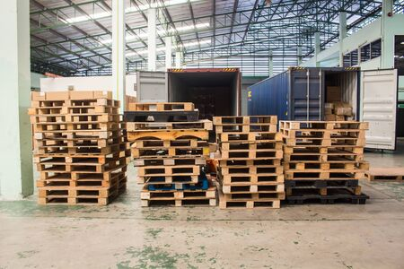 The wooden pallets, pallets ready for use.