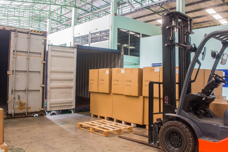 The forklift loading pallet with a forklift into a truck. Banco de Imagens
