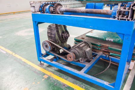 Motor and gearbox conveyor chain drive shaft production line of the factory Banco de Imagens