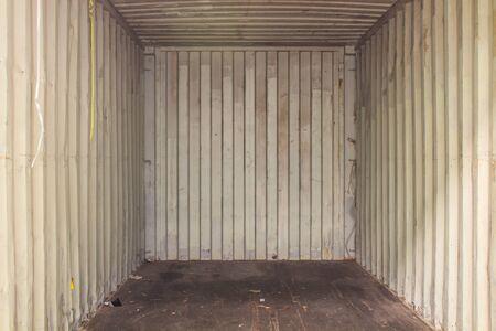 Il contenitore interno vuoto pronto per il carico del prodotto Archivio Fotografico
