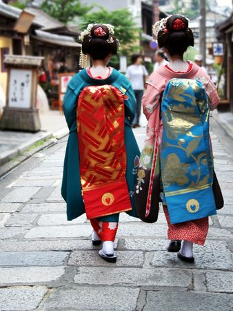 geisha kimono: Japanese geisha girls walking down the street