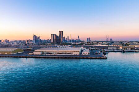 Port of Abu Dhabi at night. 版權商用圖片 - 147766962