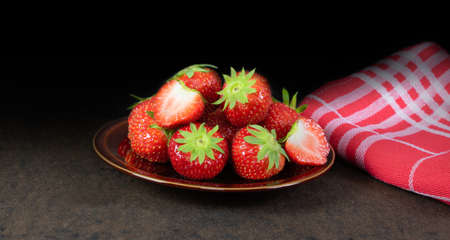 Healthy fresh strawberry fruit dessert. Фото со стока