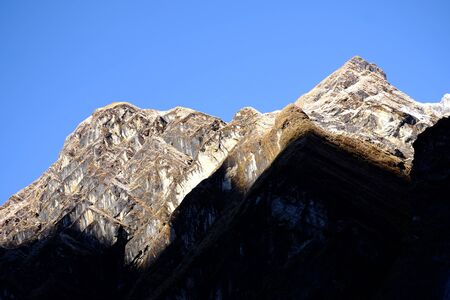 bid: Bid Shadow on the mountain Foto de archivo