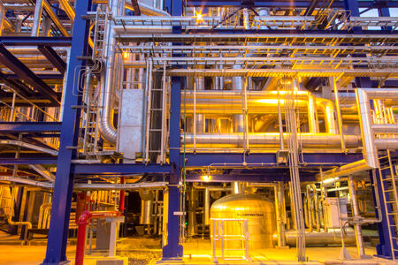 工業地帯、鋼パイプライン 報道画像