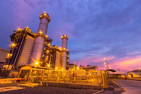 electricidad industrial: planta de energ�a por la noche