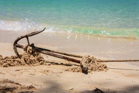 ancla: Anclar en una playa de anclas de barco