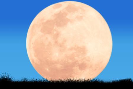 mond: Silhouette von Flugzeug auf dem Himmel Nacht Vollmond-Hintergrund