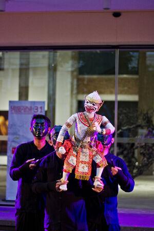 pantomima: Tailandia - 16 de agosto 2014 - Mostrando pantomima Hanuman en Arte en la calle