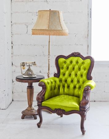 muebles antiguos: silla de cuero