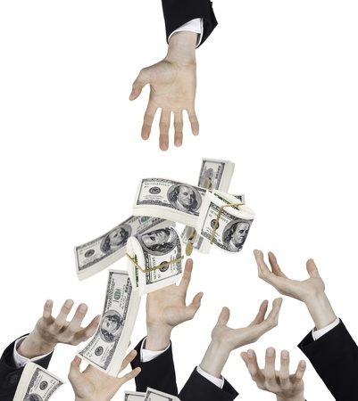 haushaltshilfe: Hand der Gesch�ftsmann mit fallenden Geld Lizenzfreie Bilder